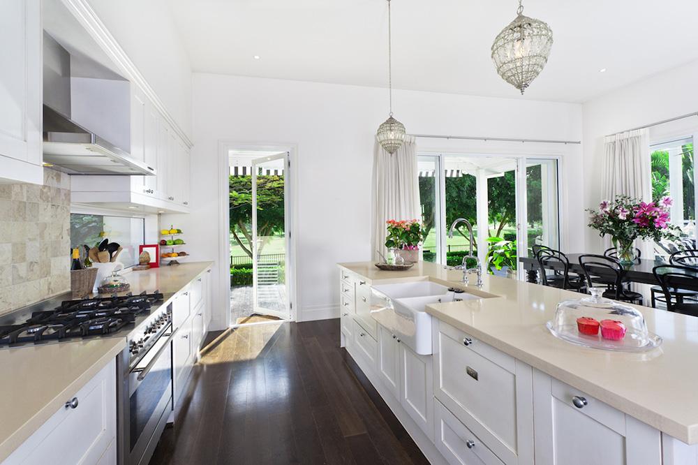 Keskin Beyaz Mutfak. Her Mevsime Uyum Sağlayacak Mutfak Renkleri