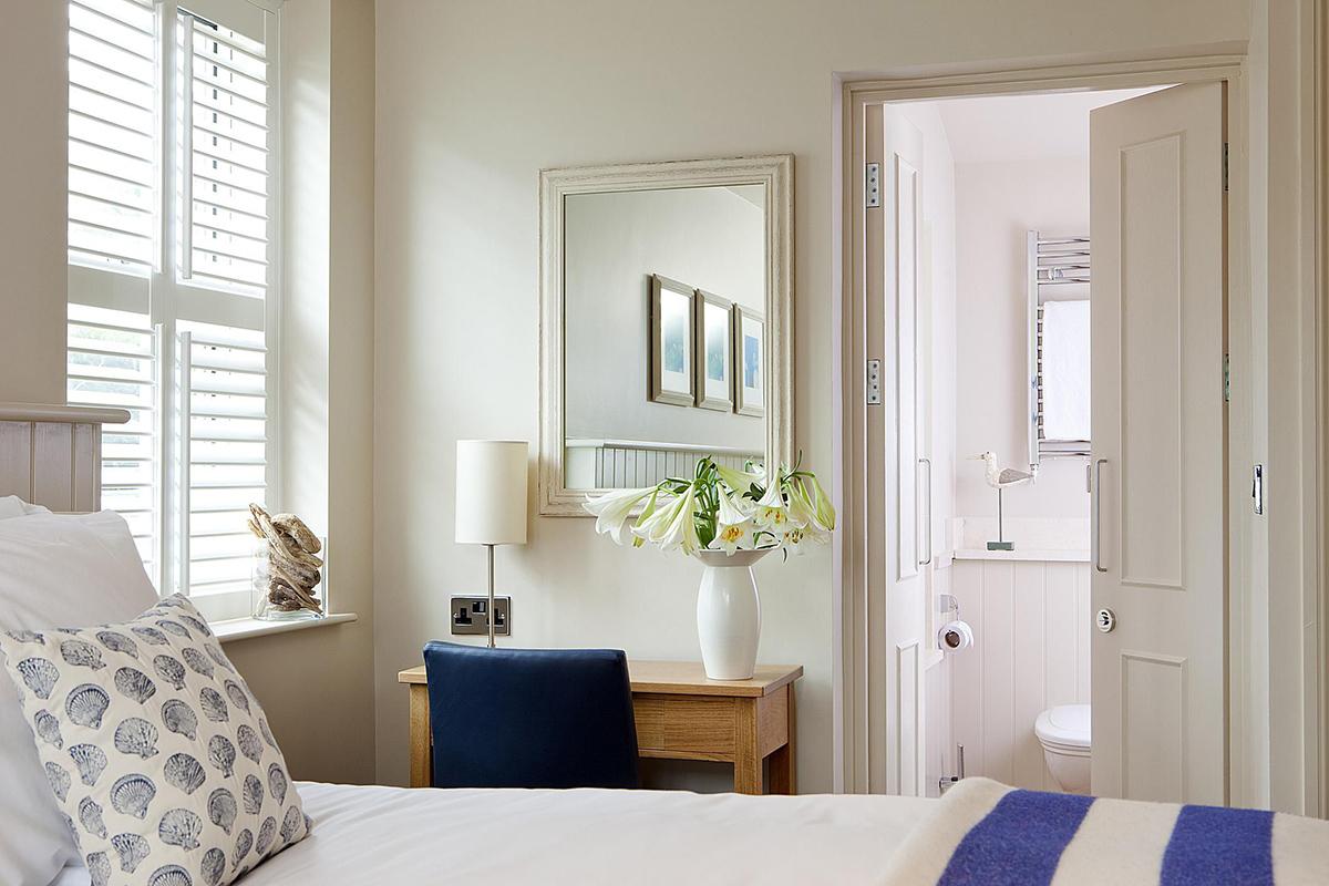 Kompakt Mobilya Seçimi. Küçük Yatak Odası Dekorasyonu Nasıl Olmalı ?