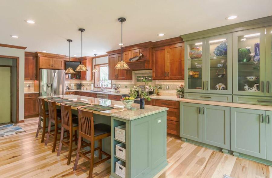 Soluk yeşil renkli mutfak