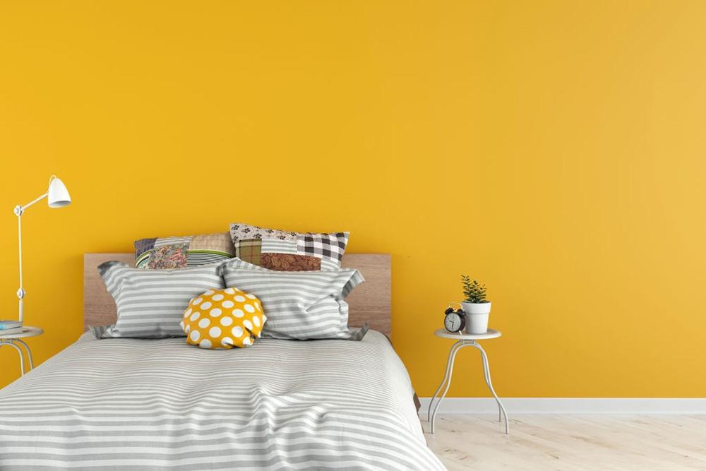 Sarı Duvarlı Yatak Odası