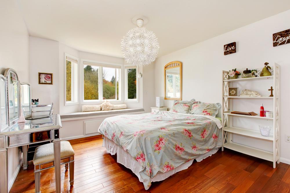 Yatak Odası Puf ve Ayna